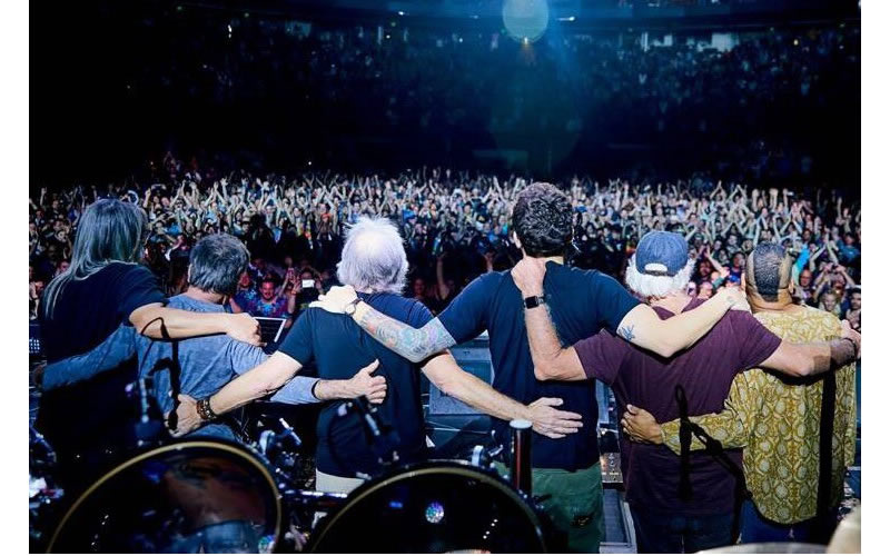 dead and company live show finale