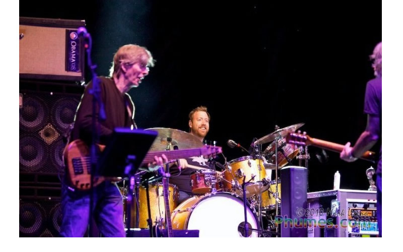 joe russo on stage with phil lesh