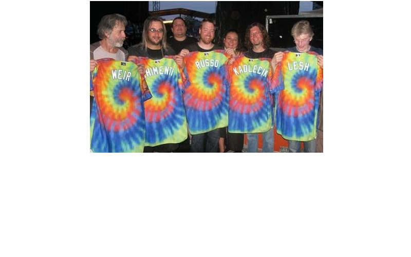 joe russo with Bob Weir Jeff Chimenti Phil Lesh and kadlecik showing their tie dye shirts